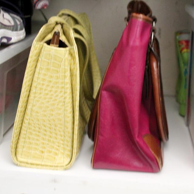 Storing handbags | Www.OrganisingQueen.com